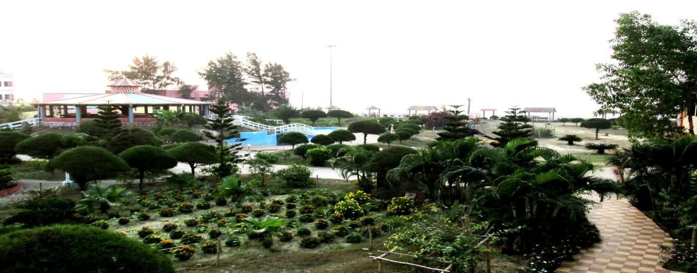 Garden with Luxurious amenities